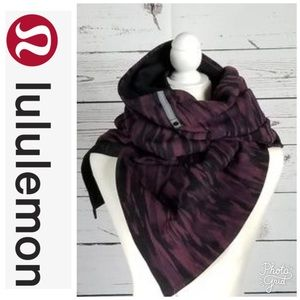 Lululemon Vinyasa Scarf in Pablo/Blk NEW
